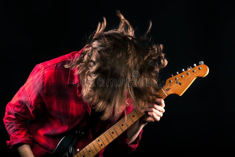 Testa di modello della chitarra di Red Flannel Shirt giù immagine stock