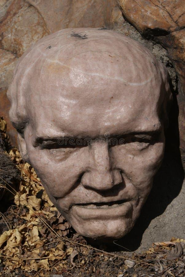 Testa di un uomo anziano al giardino della scultura di Gilgal fotografie stock