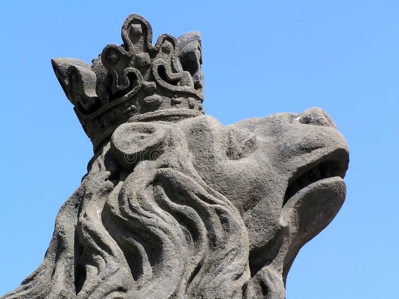 Testa di una statua del leone fotografie stock