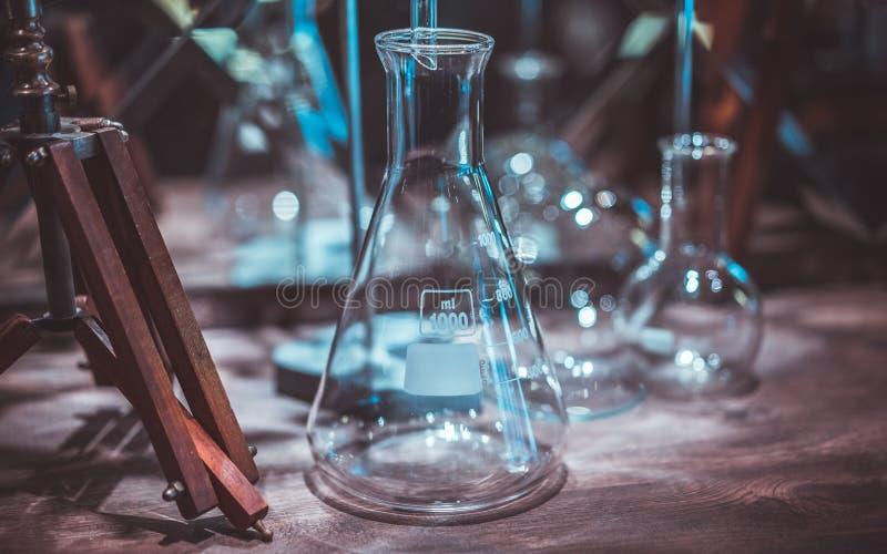 Testa exponeringsglasröret i laboratorium fotografering för bildbyråer