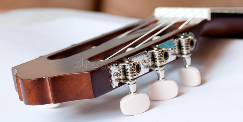 Testa motrice della fine classica della chitarra su immagini stock