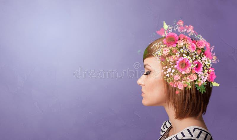 Testa sbocciata con i fiori variopinti fotografia stock