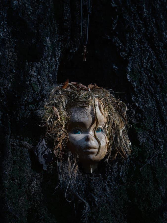 Testa terrificante della bambola fotografie stock libere da diritti