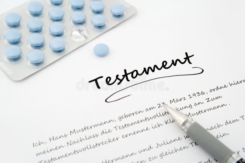 Testament, Letztwille, auf Deutsch mit Stift und blauen Pillen stockbilder