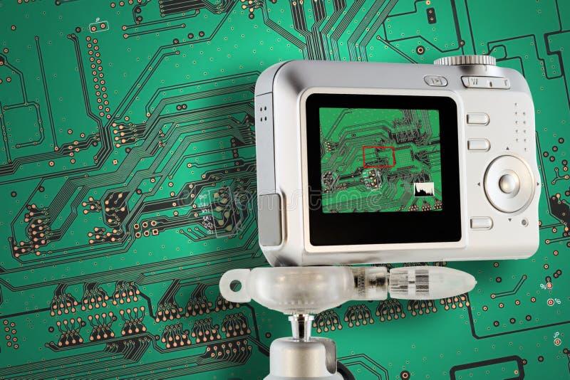 Teste de circuito industrial com câmara digital fotos de stock royalty free