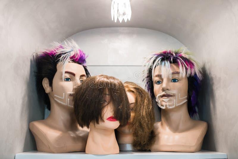 Teste del Mannequin con le parrucche immagini stock libere da diritti