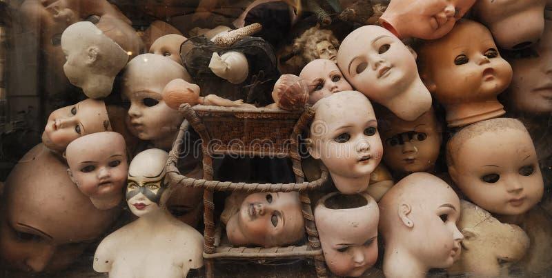 Teste delle bambole dell'annata fotografie stock libere da diritti
