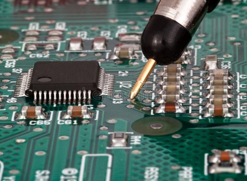 Teste na placa de circuito impresso foto de stock