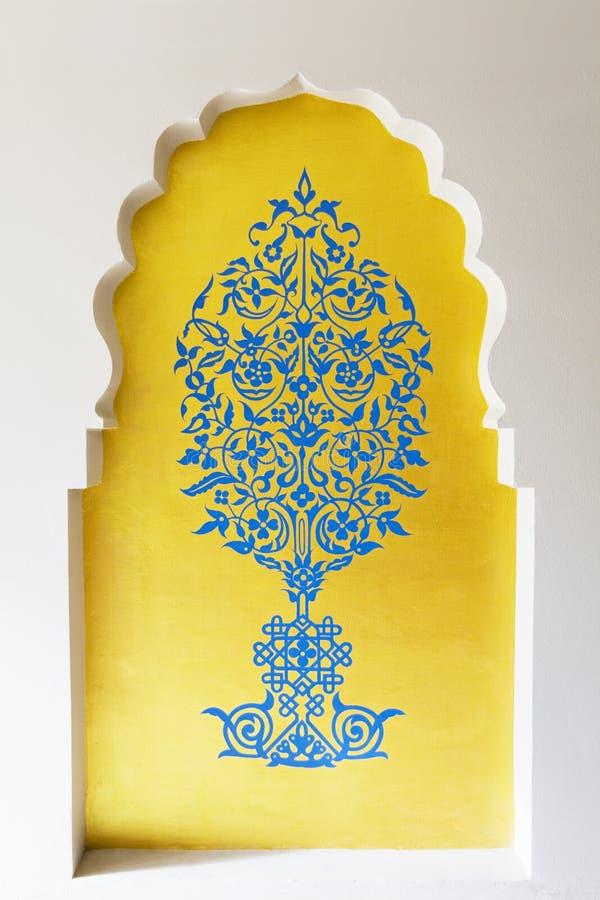 Teste padrão árabe na parede fotos de stock royalty free
