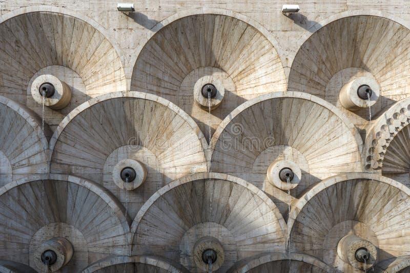 Teste padrão arquitetónico do sumário da cascata de Yerevan em Armênia fotos de stock royalty free