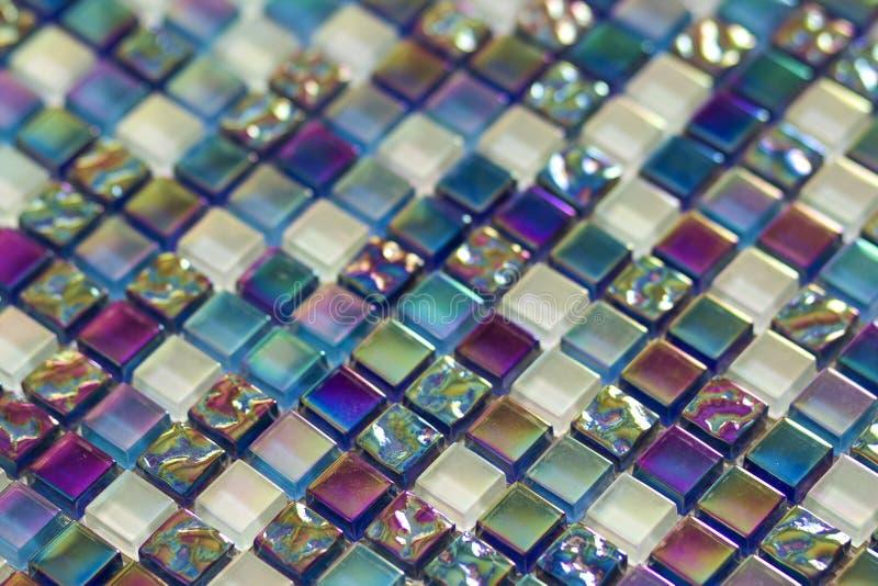 Teste padrão azul, roxo e verde geométrico das telhas de mosaico wallpaper imagem de stock royalty free