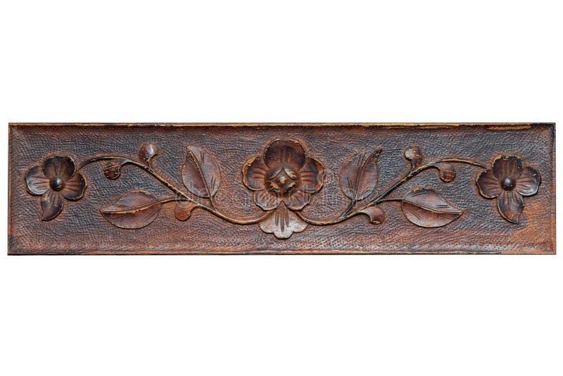 Teste padrão bonito sob a forma das flores e das folhas em uma prancha de madeira carving imagem de stock