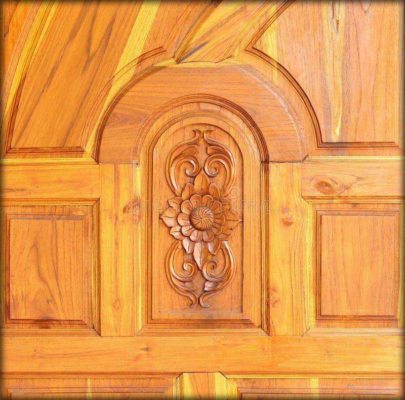 Teste padrão cinzelado na madeira, elemento da decoração foto de stock royalty free