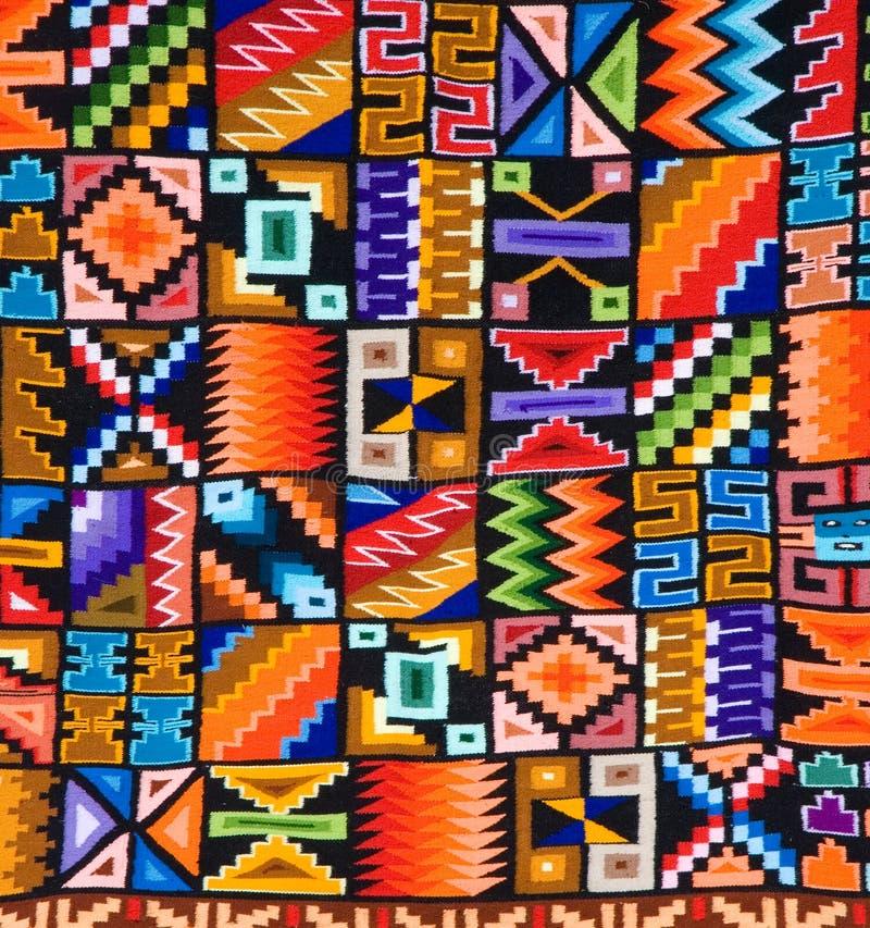 Teste padrão colorido de um tapete ou de uma tapeçaria peruana foto de stock