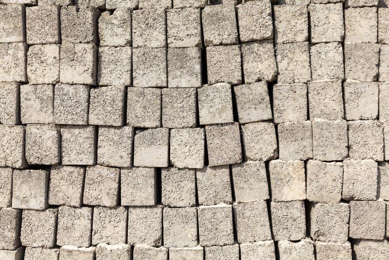 Teste padrão da parede cinzenta feito de tijolos concretos foto de stock royalty free