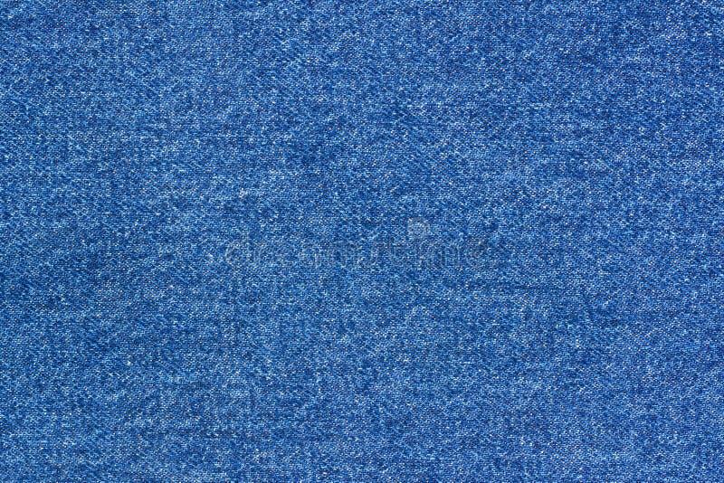 Teste padrão da sarja de Nimes do fundo das calças de brim Escuro clássico - textura stonewashed azul da tela Fundo do fim da lon imagem de stock