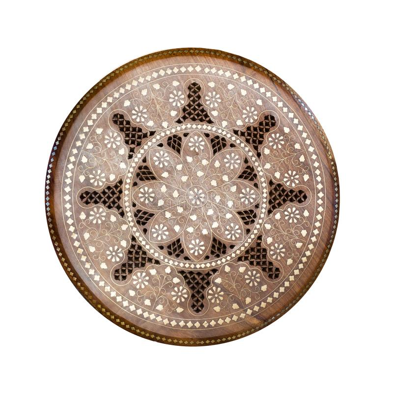 Teste padrão de madeira redondo feito a mão Painel floral da decoração do círculo decorativo com incrustração do metal Tamborete  imagem de stock royalty free