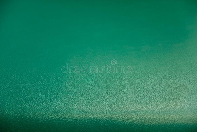 Teste padrão de superfície do fundo textured de couro sintético verde, de um fundo textured do espaldar macio e moderno do sofá imagem de stock