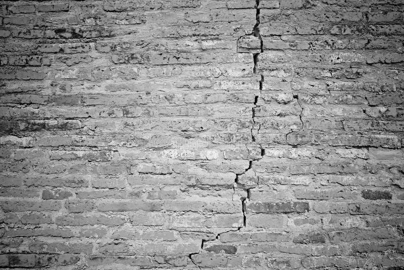 Teste padrão do close up do tijolo rachado branco wal fotos de stock royalty free