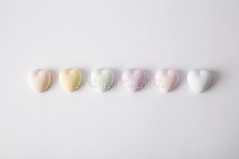 Teste padrão do coração, muitos corações No fundo branco Isolado foto de stock