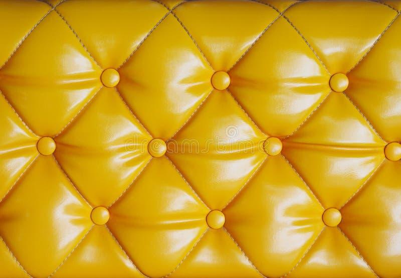 Teste padrão do coxim do diamante do sofá amarelo, da textura e da parte traseira do vintage fotografia de stock