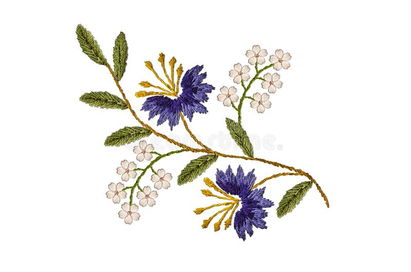 Teste padrão do galho ondulado, com centáureas roxas e as flores brancas delicadas em um fundo branco ilustração stock