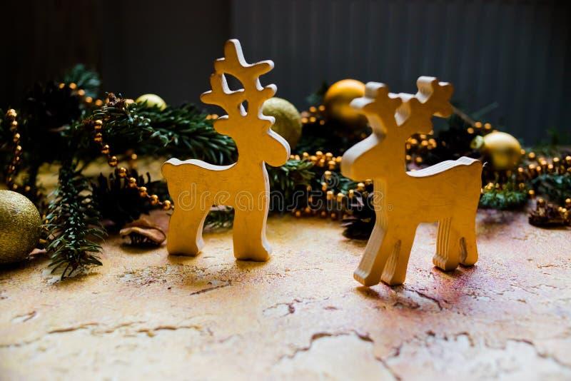 Teste padrão do Natal com espaço livre para sinos dos cervos e de Natal do Xmas do texto e do ouro Decoração da árvore de Natal … fotografia de stock
