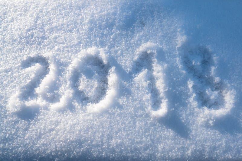 Teste padrão do numeral 2018 tirado na neve fotografia de stock