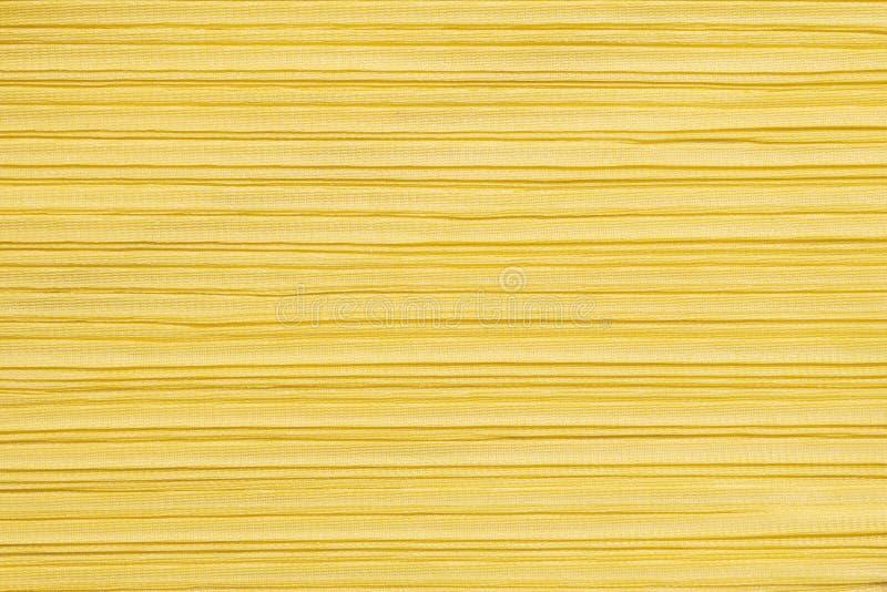 Teste padrão do sumário do close up em fundo textured da roupa de mulheres amarelas imagem de stock royalty free