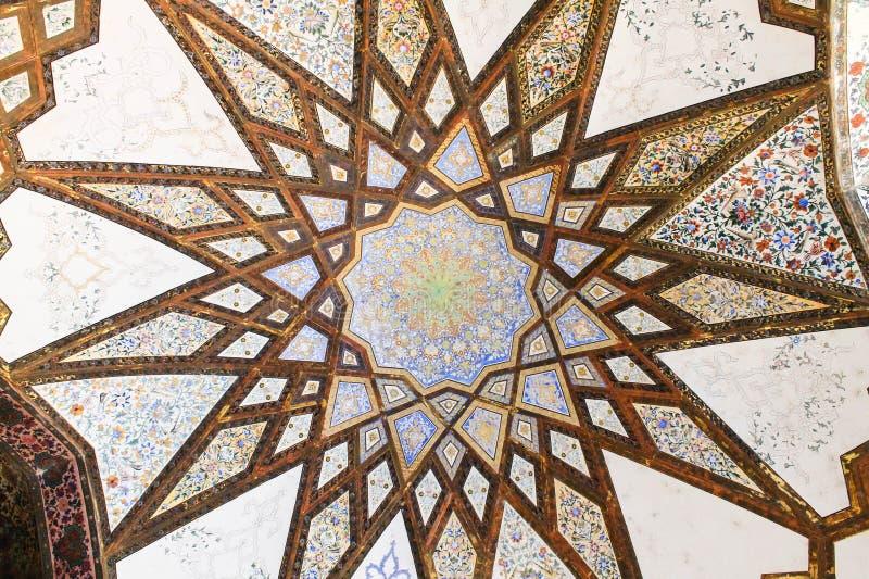 Teste padrão do teto dos oásis de Pavillion do jardim da aleta, Kashan, Irã imagens de stock