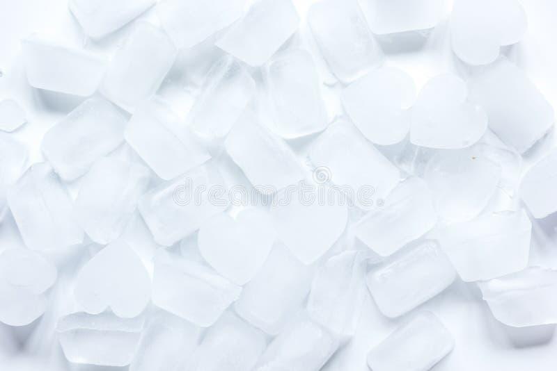 Teste padrão dos cubos de gelo no modelo branco da opinião superior do fundo fotos de stock