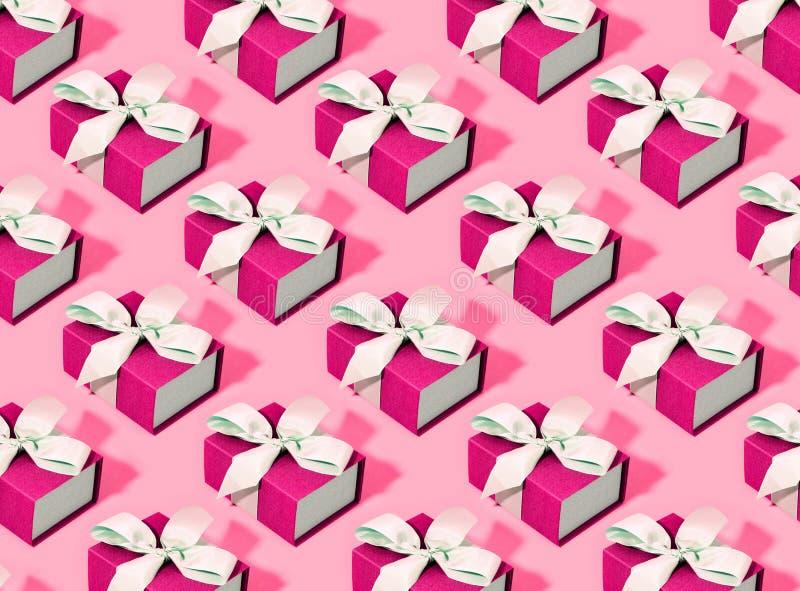 Teste padrão feito de caixas de presente cor-de-rosa fotografia de stock royalty free