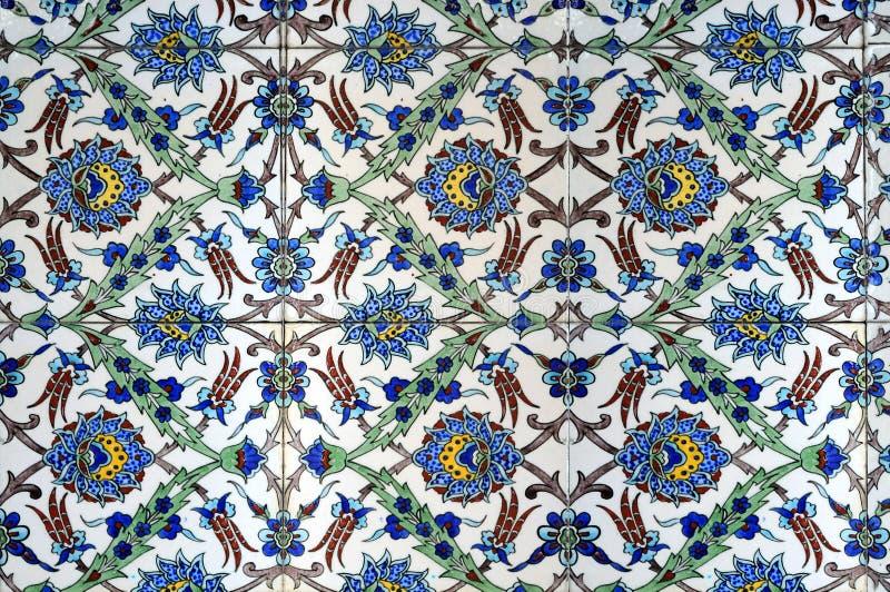 Teste padrão floral em telhas turcas velhas foto de stock