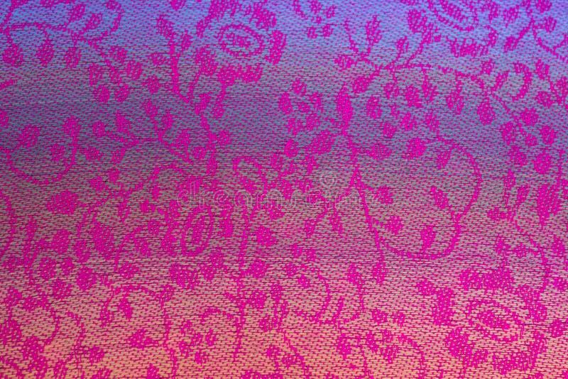 Teste padrão floral na seda tailandesa imagem de stock