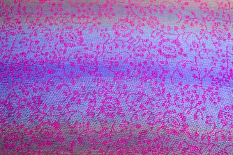 Teste padrão floral na seda tailandesa fotografia de stock