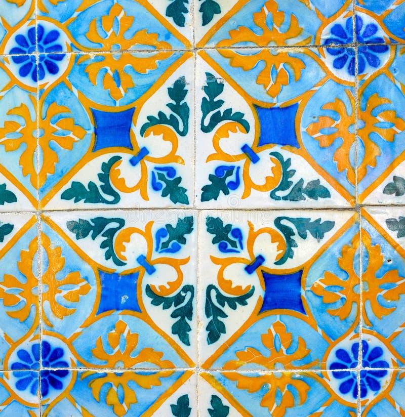 Teste padrão geométrico retro português telhas vitrificadas, Azulejos feito a mão, arte da rua de Portugal, fundo abstrato fotografia de stock