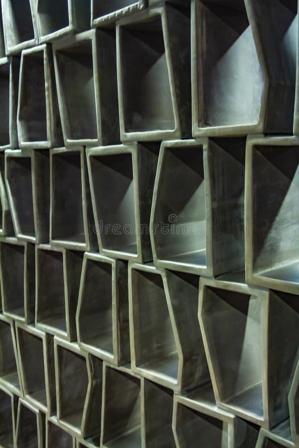 Teste padrão quadriculado abstrato - painel de parede interior - textura da madeira ou do cimento - grade sextavada - guarnição d imagens de stock