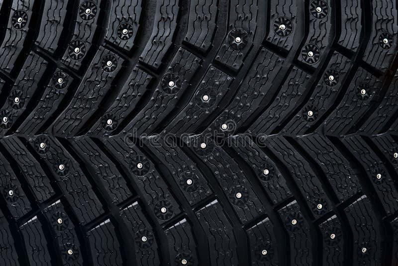 Teste padrão sem emenda do pneu da roda Um fim acima de um protetor e de parafusos prisioneiros do pneu Textura do pneumático do  fotos de stock
