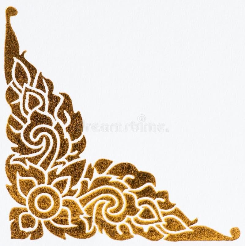 Teste padrão tailandês dourado do estilo na parede imagens de stock