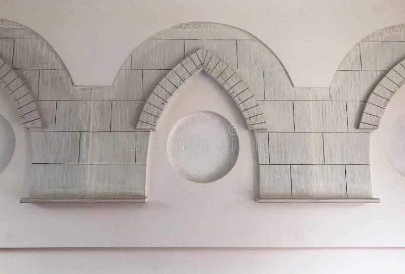 Teste padrão tradicional do arabesque na parede imagem de stock