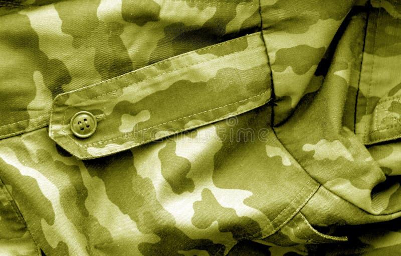 Teste padr?o do uniforme militar com efeito do borr?o no tom amarelo imagens de stock royalty free