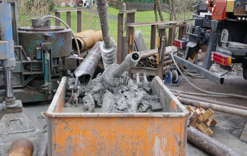 Teste a perfuração, investigação à terra para obter informações sobre do conditionn do solo foto de stock