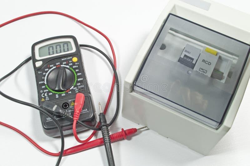 tester för elektriskt räkneverk för säkerhetsbrytareströmkrets mång- arkivfoto
