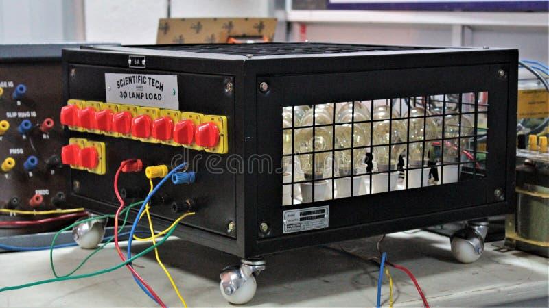 Testes de carga do laboratório de eletrônica fotos de stock royalty free