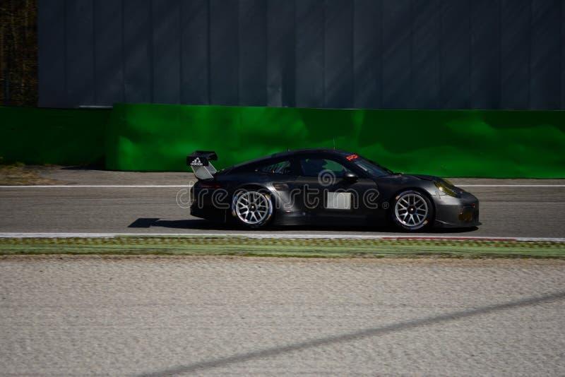 Testes do GTE de Porsche 911 GT3 RSR em Monza imagem de stock royalty free