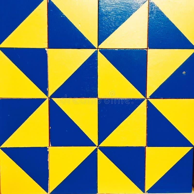 Testes padrões abstratos dos quadrados azuis e amarelos foto de stock royalty free