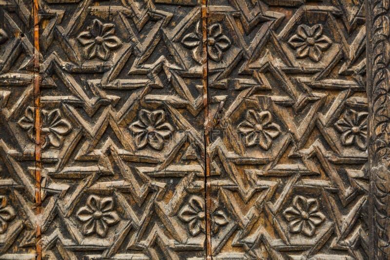 Testes padrões nas portas do palácio na Índia fotos de stock royalty free