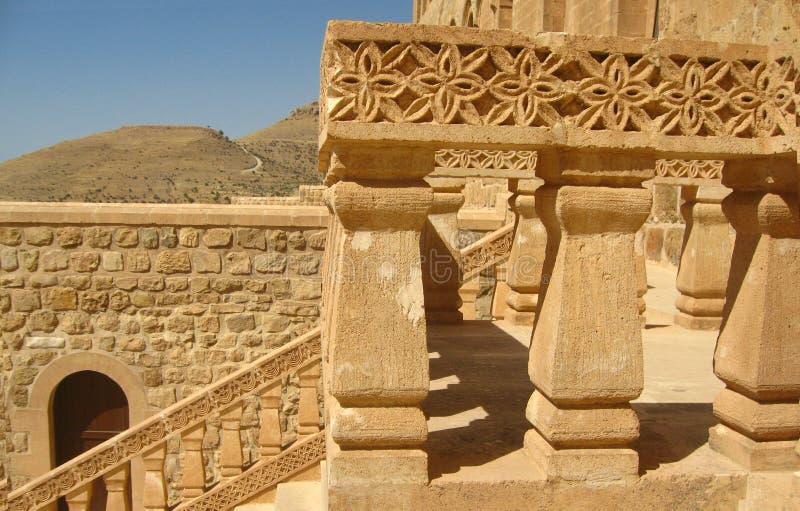 Testes padrões nos trilhos da construção histórica antiga em Mardin imagens de stock royalty free