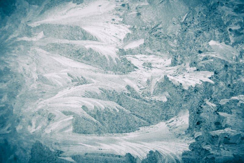 Testes padr?es gelados na janela, close-up Fundo gelado bonito, dos testes padr?es na janela foto de stock