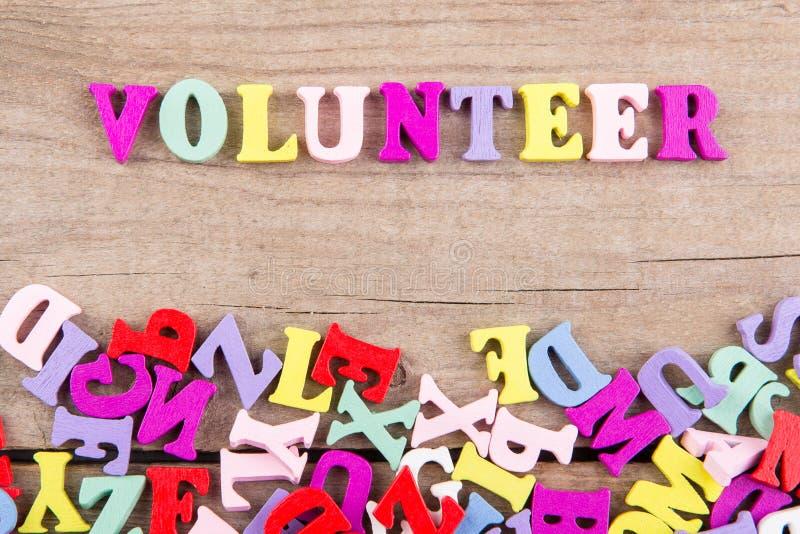 """Testo """"volontario """"delle lettere di legno colorate fotografia stock"""